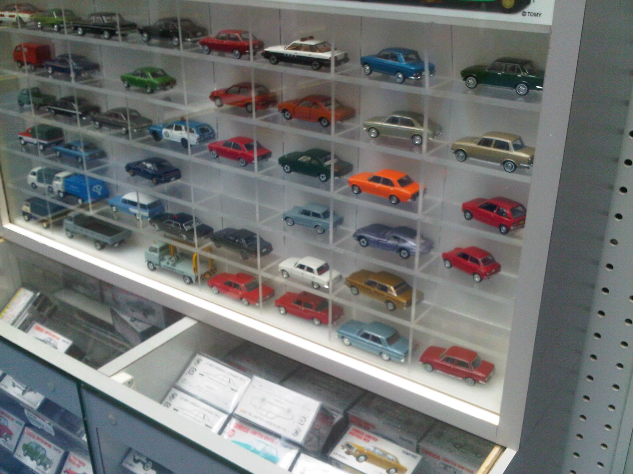 display mobil mobilan kayaknya bagus juga buat nempatin mobil mobilan ...