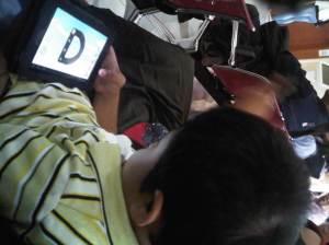 Main tablet sambil menunggu nomor antrian